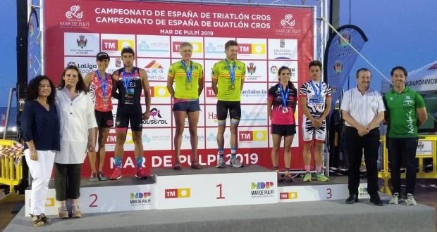 Laura Gómez y Camilo Puertas ganan el Campeonato de España de Triatlón Cros 2019 en Mar de Pulpí
