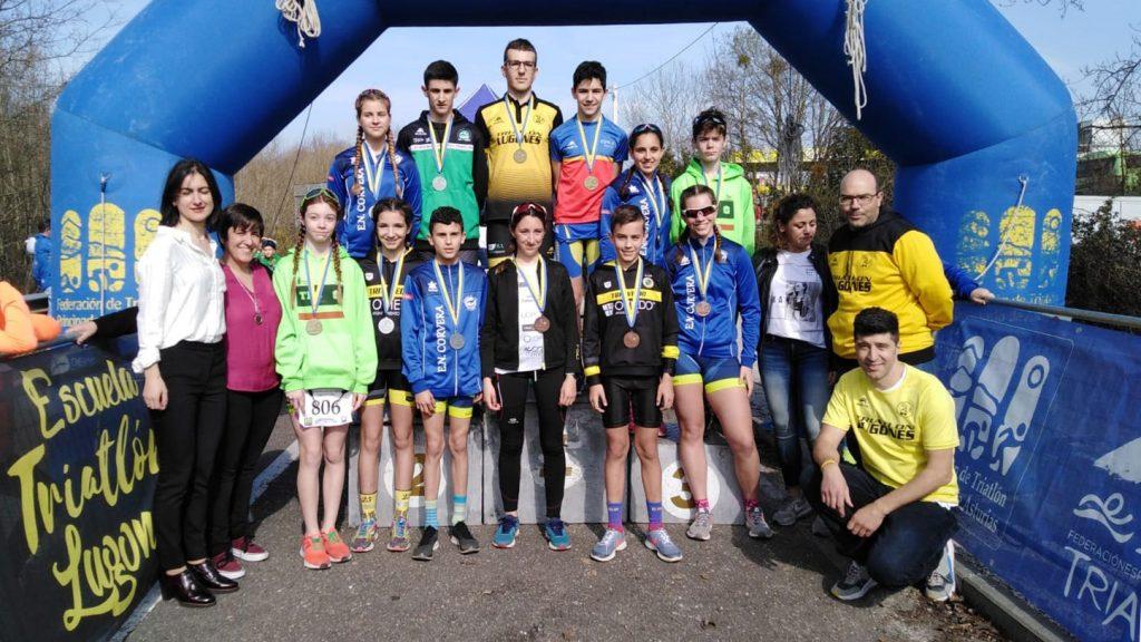 Casi cien deportistas en el Duatlón Cros escolar Siero en Asturias