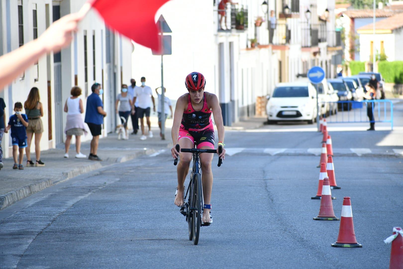 María Rico y David Puertas se proclaman campeones de Extremadura de Triatlón Sprint
