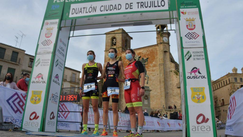 Carlos Cobos e Irene Cascajosa ganan el I Duatlón Ciudad de Trujillo en Extremadura
