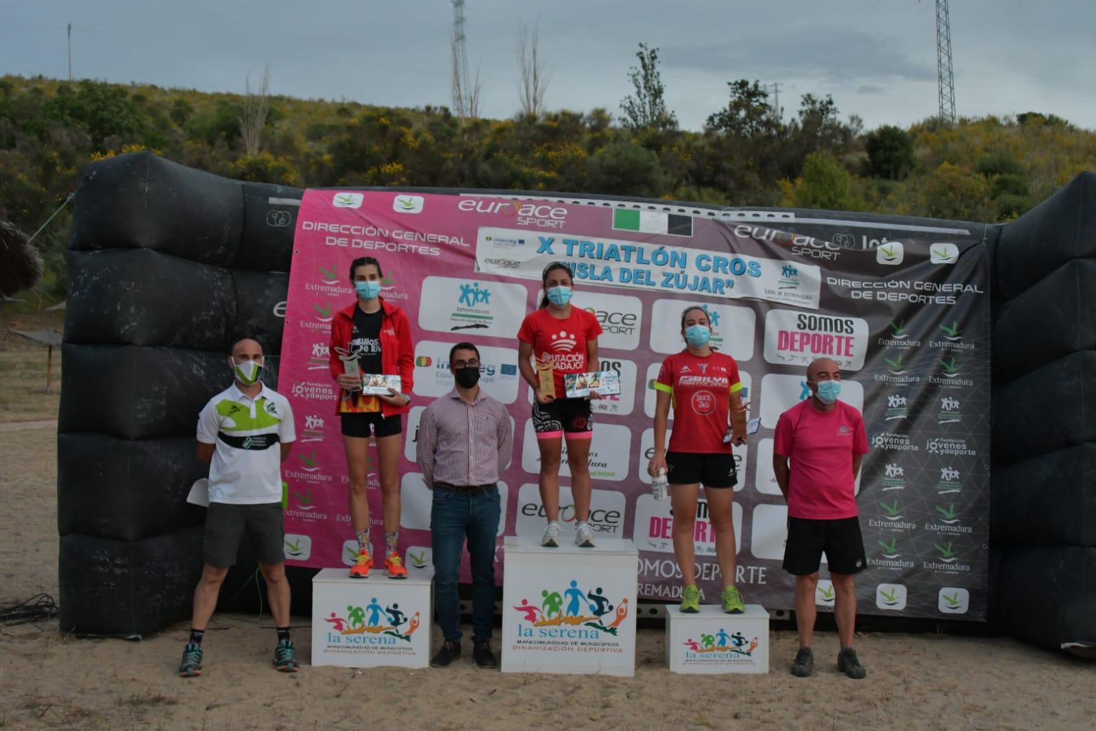 Carlos Cobos y María Remedios Mendoza, campeones de Extremadura de Triatlón Cros