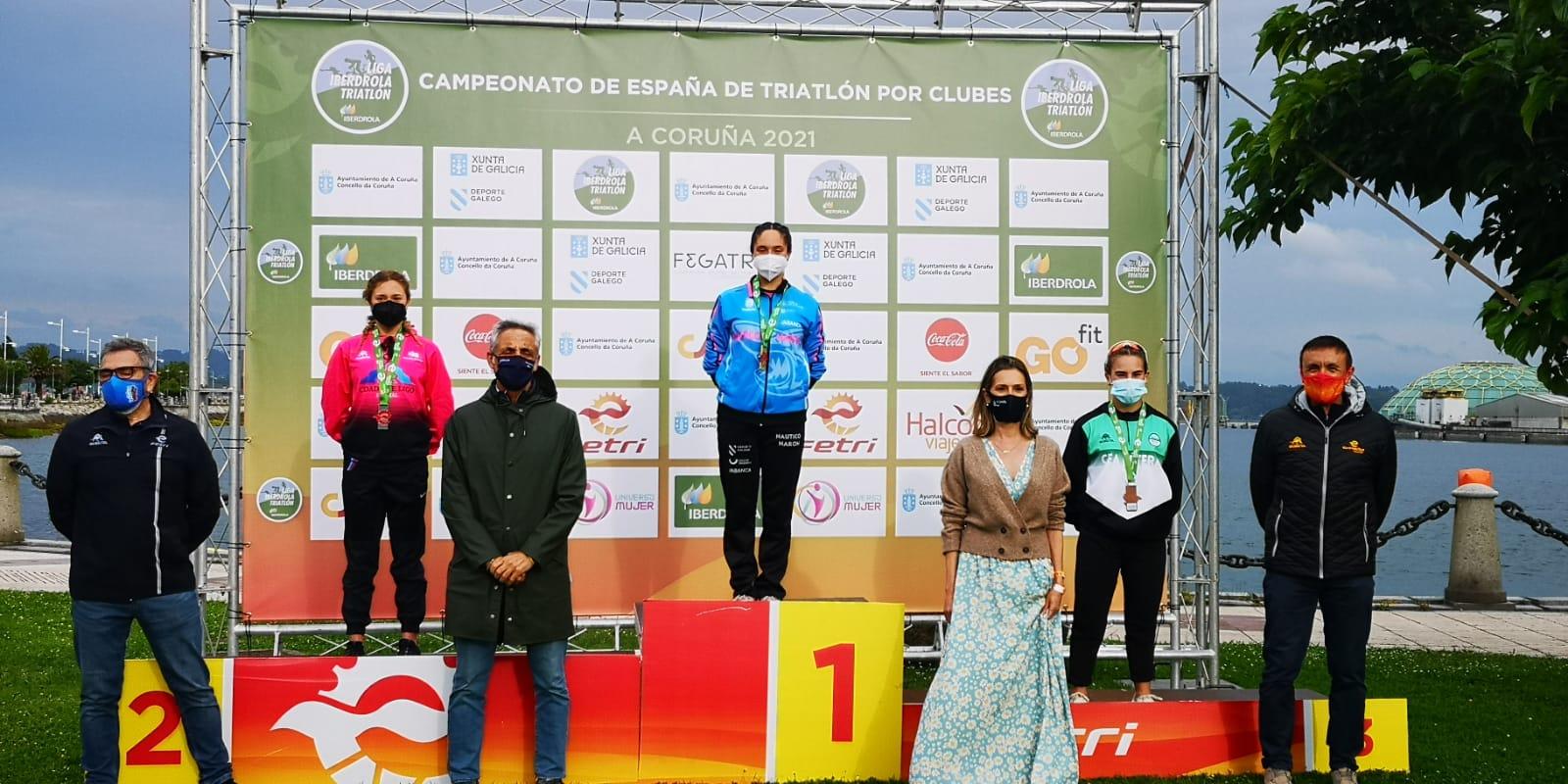 Náutico de Narón femenino y Saltoki Trikideak masculino ganan el Campeonato de España de Triatlón por Clubes